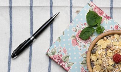 Wie man kugelschreiberflecken aus textilien entfernt