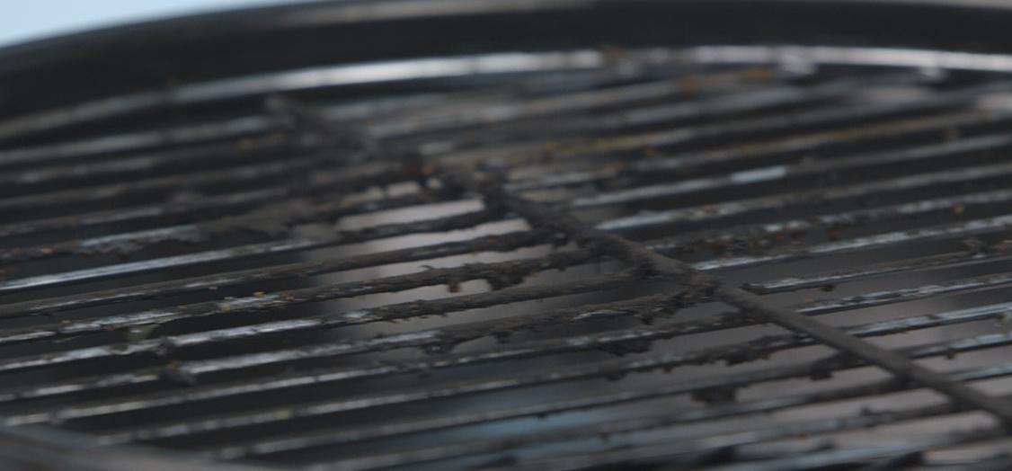 Comment nettoyer la grille du barbecue regardez les tutoriels de ace - Comment nettoyer la grille du four ...