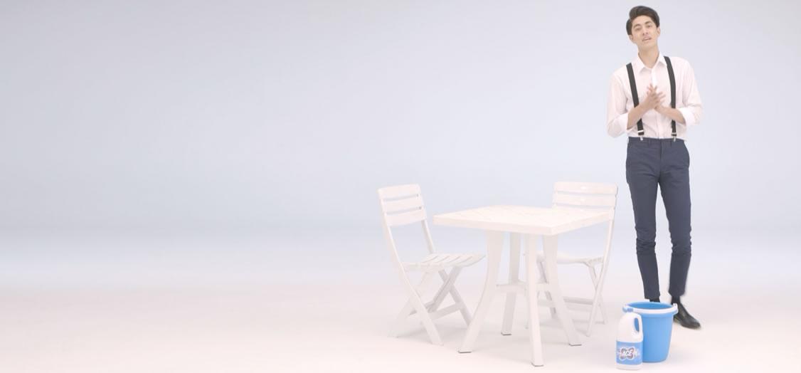 Pulire i mobili da giardino con ACE Classica